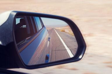 O que é retrovisor estrada