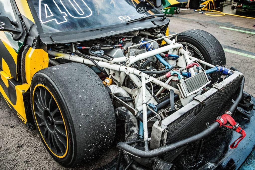 imagem do motor de um stock car